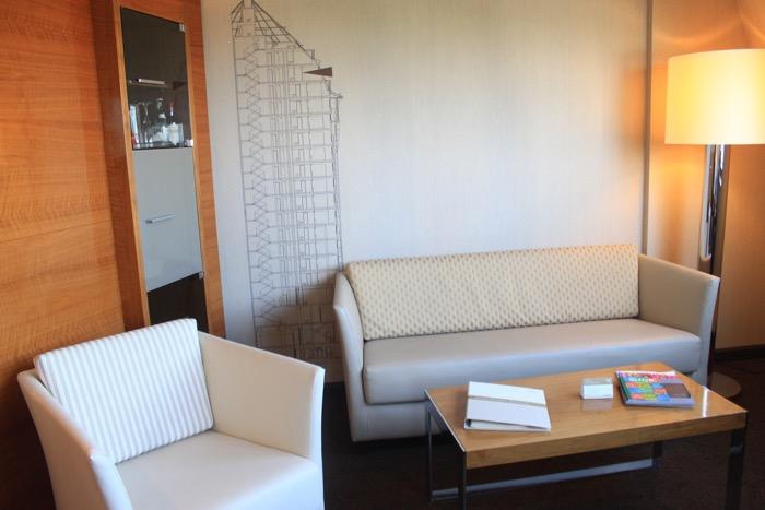 Couch Suite Mövenpick Hamburg Hotel (1)
