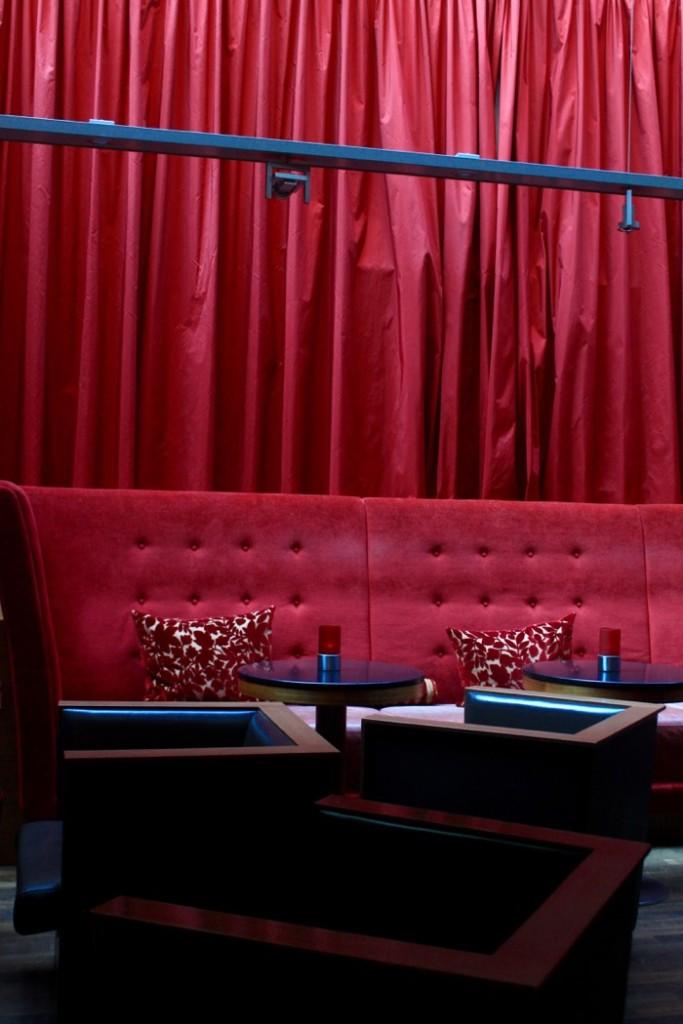 Rote Couch Mövenpick Hamburg (1)